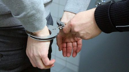 Handcuffs-2102488_640_thumb_main